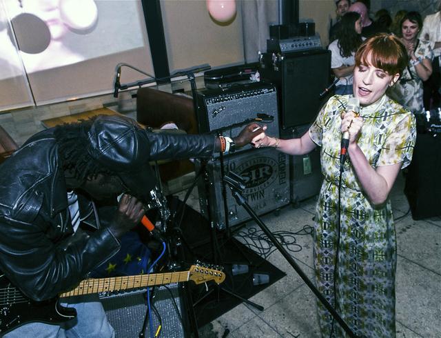 El dúo dinamita: Florence Welch y Blood Orange