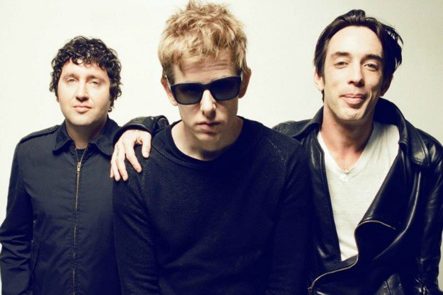 Divine Fits re-versionó Hungry Heart