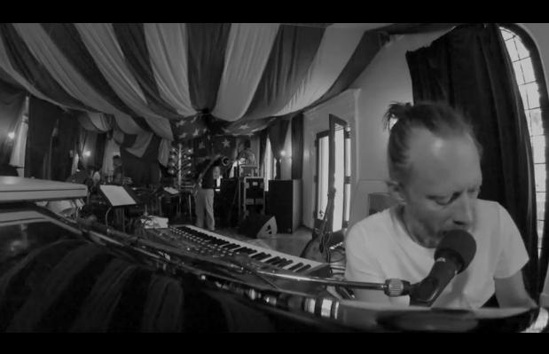 Rabbit in Yout Headlights por Atoms For Peace
