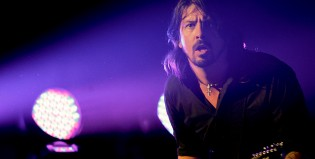 Otra nueva de los Foo: Dirty Water en vivo en Paris