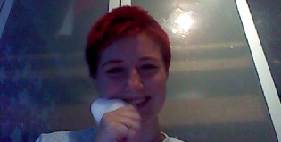Ella es adicta a comer esponjas
