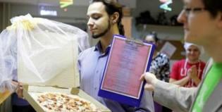 Se casó con una pizza