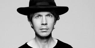 """Beck y una genial versión de """"Raspberry Beret"""" de Prince"""
