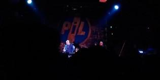 Escándalo: John Lydon recibió un botellazo en pleno show