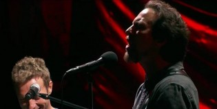 Eddie Vedder actuó junto a Chris Martin y Cat Stevens en el Global Citizen Festival