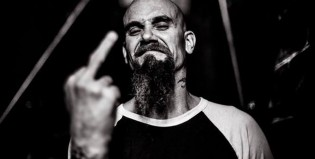 Nick Oliveri, ex Queens Of The Stone Age, anuncia nuevo disco como solista
