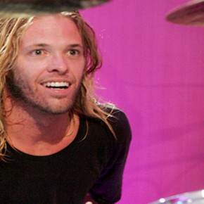 Drummer Taylor Hawkins of Foo Fighters performs during the 2007 MTV Video Music Awards at The Palms Hotel and Casino on September 9, 2007 in Las Vegas, Nevada. 2007 MTV Video Music Awards for MTV.com ñ Foo Fighters Suite The Palms Hotel and Casino Las Vegas, Nevada United States September 9, 2007 Photo by Barry Brecheisen/WireImage.com  To license this image (14768152), contact WireImage: U.S. +1-212-686-8900 / U.K. +44-207-868-8940 / Australia +61-2-8262-9222 / Germany +49-40-320-05521 / Japan: +81-3-5464-7020 +1 212-686-8901 (fax) info@wireimage.com (e-mail) www.wireimage.com (web site)