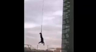Se tiró en bungee jumping y se dio la cabeza contra el piso