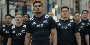 Imperdible: los All Blacks tacklean japoneses por las calles de Tokio