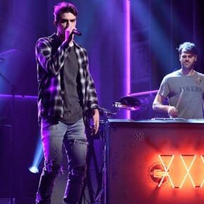 the-chainsmokers-live-snl