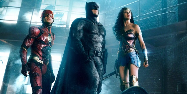 JUSTICE LEAGUE (2017) (L-r)†EZRA MILLER as The Flash,†BEN AFFLECK as Batman and GAL GADOT as Wonder Woman  Credit: Warner Bros. Pictures/ ô & © DC Comics