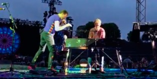 "Un fan subió a tocar ""Everglow"" con Coldplay"
