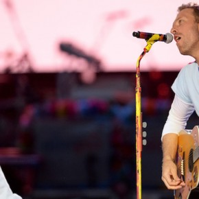 MANCHESTER, ENGLAND - JUNE 04:  NO SALES, free for editorial use. In this handout provided by 'One Love Manchester' benefit concert (L) Ariana Grande and Chris Martin perform on stage on June 4, 2017 in Manchester, England. Donate at www.redcross.org.uk/love  (Photo by Getty Images/Dave Hogan for One Love Manchester)