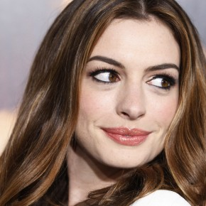 Actress Anne Hathaway poses at the world premiere of her and co-star Jake Gyllenhaal's film 'Love & Other Drugs' at the opening night gala at AFI Fest 2010 in Hollywood , California  November 4, 2010. REUTERS/Fred Prouser (UNITED STATES - Tags: ENTERTAINMENT) - RTXU8KD