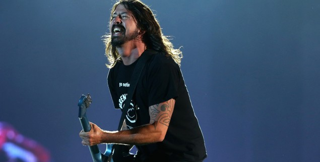 AUCKLAND, NEW ZEALAND - FEBRUARY 21:  Dave Grohl and The Foo Fighters perform at Mt Smart Stadium on February 21, 2015 in Auckland, New Zealand.  (Photo by Fiona Goodall/Getty Images)