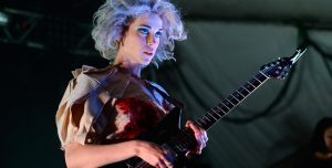 St Vincent se le animó a un clásico de The Beatles