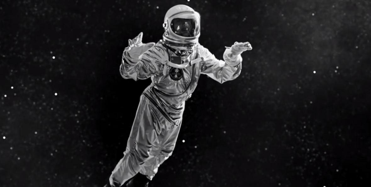 Depeche Mode viaja al espacio en su nuevo video: Cover Me