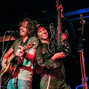 "SEATTLE, WA - SEPTEMBER 26:  Chris Cornell and Tom Morello perform together for the ""15 Now"" Benefit Show at El Corazn on September 26, 2014 in Seattle, Washington.  (Photo by Suzi Pratt/FilmMagic)"
