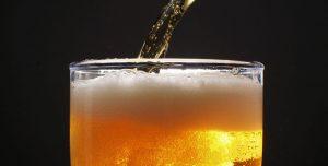 ¿Buscás trabajo? Una empresa te paga una fortuna por catar cervezas