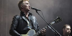 Queens of the Stone Age unió Feel Good Hit Of The Summer con Everlong de Foo Fighters