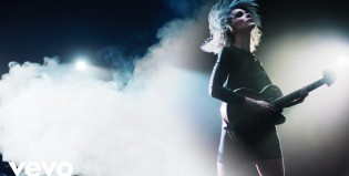 Mirá a St. Vincent hacer un cover de The Clash en vivo