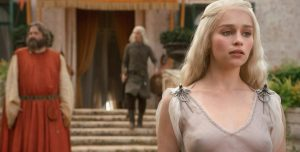 "Emilia Clarke defendió las escenas de sexo en ""Game of thrones"""
