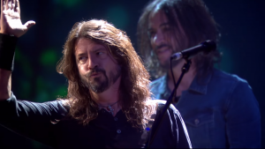 "Foo Fighters tocó ""The Sky Is A Neighborhood"" en los Brit Awards 2018"