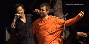 ¡Liam Gallagher apareció en pleno show de The Killers!