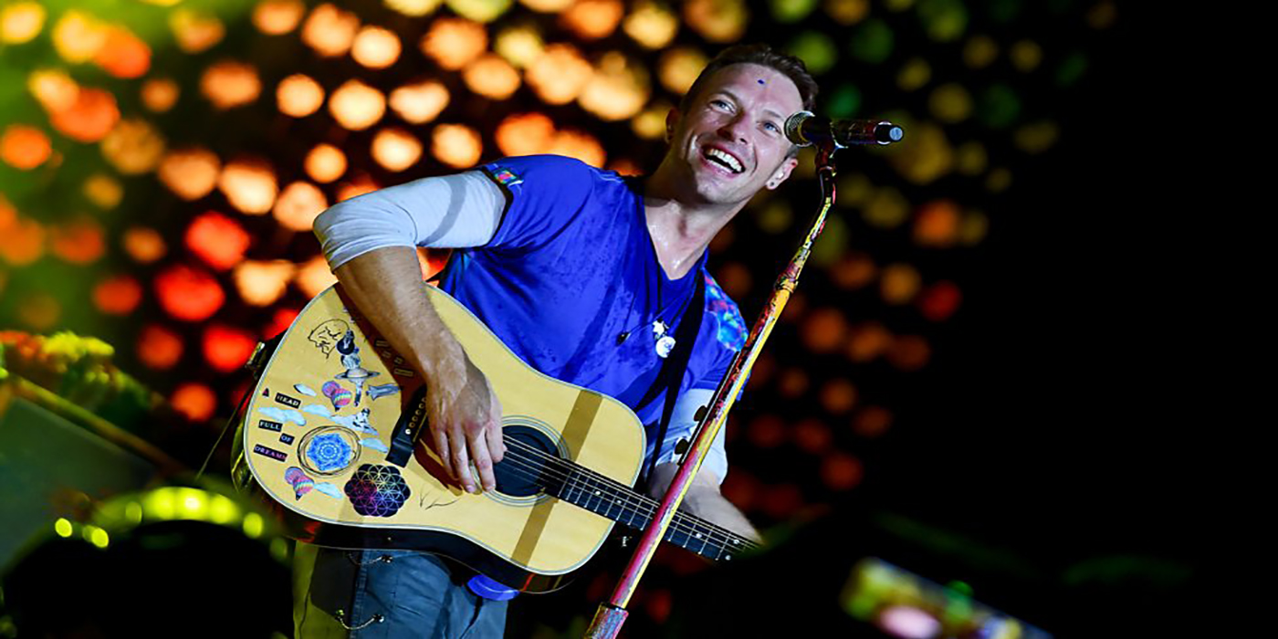 Chris Martin le enseñó a su hija a tocar un clásico de The Beatles