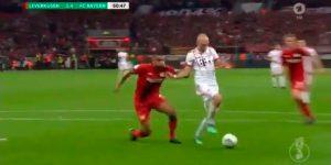 Aprendé a dar un pase (inimputable) como Robben