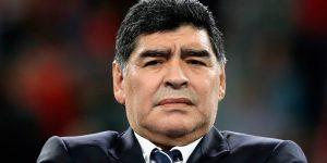 Maradona la mueve al ritmo del reggaetón