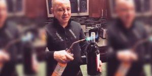 ¡¿Cómo vas a descorchar un vino con un soplete?!