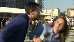Así reaccionó una periodista acosada en vivo durante su cobertura del Mundial