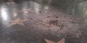 Un guitarrista destruyó la estrella de Donald Trump en Hollywood