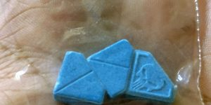 """Alerta por pastillas """"malas"""" en Inglaterra: piden información de quién las suministra"""