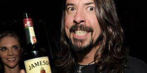 """Dave Grohl reveló su """"ritual alcohólico"""" antes de cada show"""