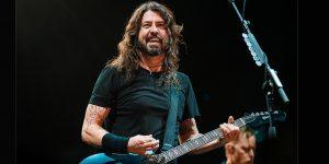 Dave Grohl dejó tocar su guitarra a un chico autista