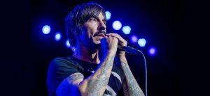 Los Red Hot Chili Peppers tocaron de sorpresa en un colegio