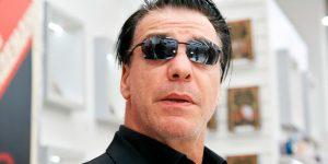 El cantante de Rammstein firmó autógrafos vestido de esclavo sexual