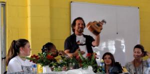 Eddie Vedder, siempre solidario: volvió a África y tocó 'Here Comes The Sun'