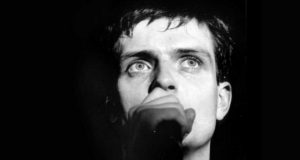 """Sacaron a la luz una """"nueva"""" foto de Ian Curtis de Joy Division"""