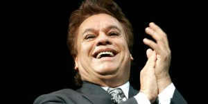 Fuerte: Publicaron una foto del cadáver de Juan Gabriel para frenar los rumores de que está vivo