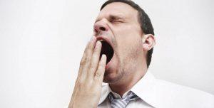 Truco infalible para evitar un bostezo inoportuno