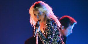 GRAMMYs: ¡Lady Gaga sorprendió con una versión rockera de 'Shallow'!