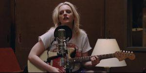 Elizabeth Moss hace de una punk rocker en 'Her Smell'