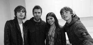 UN GESTO EMOTIVO: Liam Gallagher le dedicó una canción a su hija