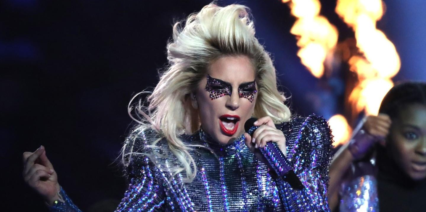 [VIDEO] La terrible caída de Lady Gaga durante un recital en Las Vegas