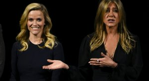 Las hermanas Green: Jennifer Aniston y Reese Witherspoon revivieron una escena de Friends