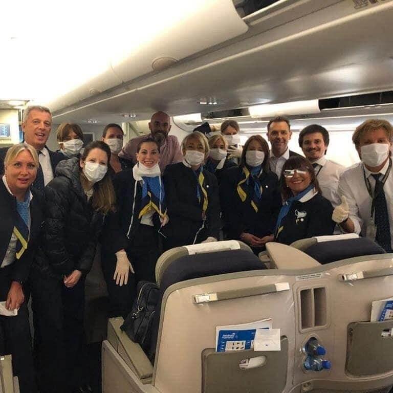 """""""En mi vuelo los pasajeros brindaron mucha ayuda y estaban muy emocionados"""""""