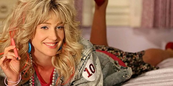 Cobie Smulders revive a Robin Sparkles y canta 'Let's Go To The Mall'